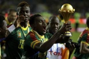Les Lions indomptables du Cameroun célèbrent leur victoire à la CAN, le 5 février 2017, à Libreville, au Gabon. © Sunday Alamba/AP/SIPA