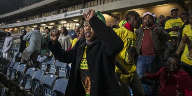 C'est à l'Orlando Stadium que la cérémonie d'hommage à Winnie Mandela a lieu. © AFP/Wikus de Wet