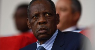 Le Camerounais Issa Hayatou, ex-président de la CAF, en février 2017. GABRIEL BOUYS / AFP