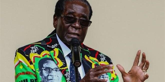 AFP Image caption Selon Mugabe, il faut donner une chance à Donald Trump.