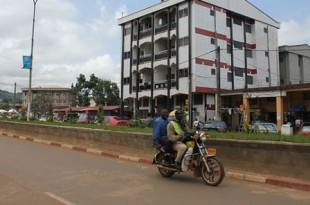 Scène de rue à Bamenda, épicentre de la contestation anglophone au Cameroun. © Dada dada/CC/Wikimedia commons