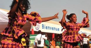 Danseurs lors de la cérémonie de clôture de Conakry capitale mondiale du livre 2017, le 22 avril 2018. © RFI/Carol Valade
