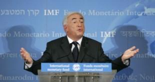 Dominique Strauss-Kahn, lors de sa nomination à la tête du FMI, en 2007. © MICHEL EULER/AP/SIPA