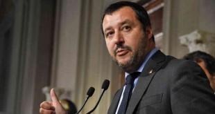 """Matteo Salvini, leader du parti d'extrême droite """"Lega"""" (Ligue), parle à la presse après une rencontre avec le président italien Sergio Mattarella dans le cadre des consultations des partis politiques pour former un gouvernement, le 14 mai 2018 au palais du Quirinal à Rome."""