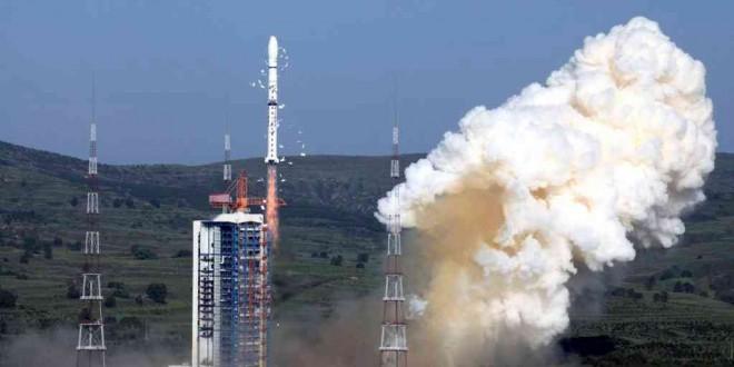 La fusée porteuse Longue Marche-4C au centre de lancement de Taiyuan, dans la province du Shanxi, le 20 juillet 2013.. REUTERS / Stringer