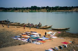 La région de Kayes est confrontée à la pollution de la rivière Falémé, l'un des principaux affluents du fleuve Sénégal. Ici, les bords du fleuve Sénégal, dans la région de Kayes, à l'ouest du Mali. (Image d'illustration) © David Else / Getty Images
