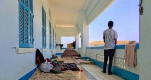 Vivre dans un couloir à même le sol, tel est le quotidien de nombreux étudiants. © RFI/Guillaume Thibault