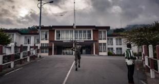 Un soldat camerounais à Buea, ville du Cameroun anglophone. © ALEXIS HUGUET / AFP