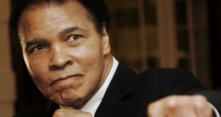 Mohamed Ali, le 28 janvier 2006. REUTERS/Andreas Meier/File Photo