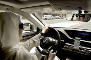 Ammal Farahat au volant, Ryad, Arabie saoudite, le 24 juin 2018.