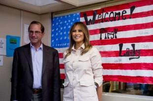 La première dame Melania Trump et le secrétaire à la santé et aux services sociaux Alex Azar, à McAllen, au Texas, le 21 juin 2018.