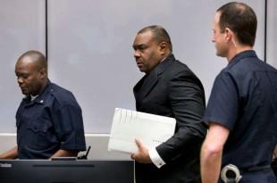Jean-Pierre Bemba dans la salle d'audience de la Cour pénale internationale à La Haye, Pays-Bas, le 21 mars 2016.