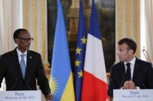 Le président français Emmanuel Macron et le président rwandais Paul Kagame tiennent une conférence de presse conjointe après leur rencontre à l'Elysée à Paris, le 23 mai 2018.