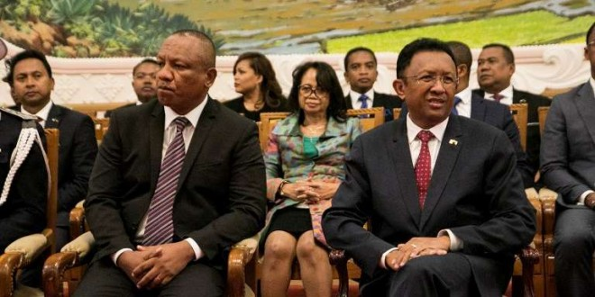 Le président malgache,Hery Rajaonarimampianina (à droite), et le premier ministre, Christian Ntsay (à gauche), lors de l'annonce du nouveau gouvernement, à Antananarivo, le 11juin 2018. Crédits : RIJASOLO / AFP