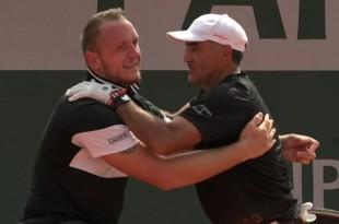 Roland Garros 2018 - Stéphane Houdet et le mosellan de Sarreguemines Nicolas Peifer à l'issue de leur victoire en finale de double fauteuil sur la paire Stefan Olsson (Suède) et Fred Cattanéo (France) sur le score de 6/1, 7/6. / © FTV
