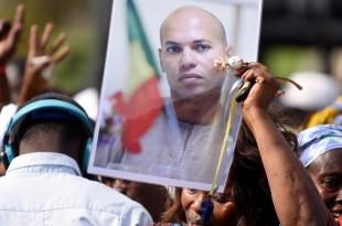 Des supporters de l'ancien ministre sénégalais Karim Wade, lors d'un meeting de l'opposition à Dakar, en février 2015. © AFP PHOTO / SEYLLOU