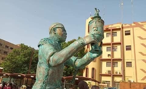 Statuette-Dikongue-Pipa